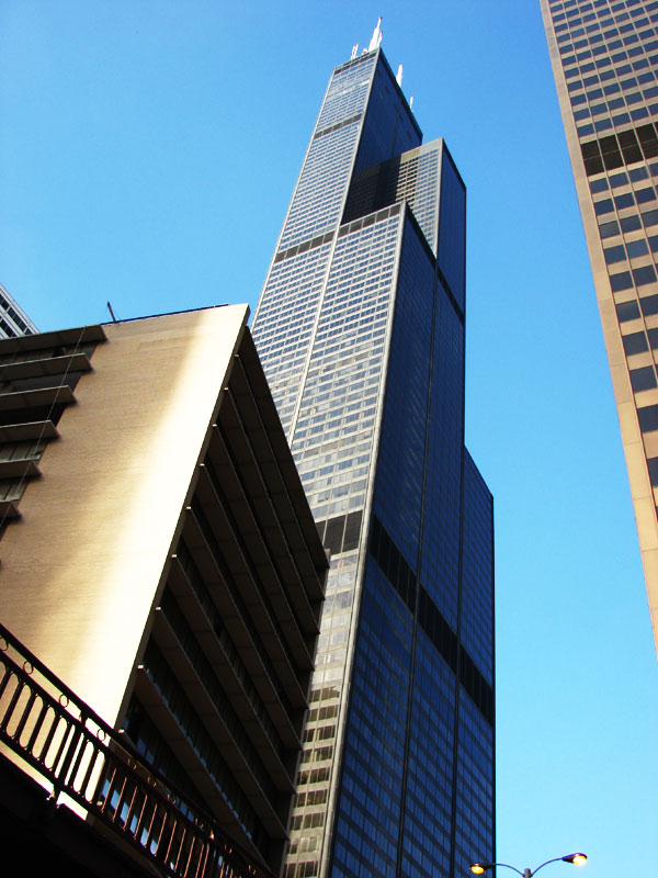 Willis Tower — бывший «SEARS TOWER».